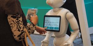 【導入事例】Pepperがペットを救う!?動物臨床医学会で生活革命ロボットシステムが大活躍!